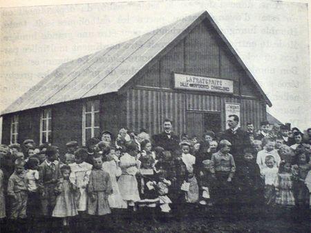 La semeuse, cité du Maroc à Bruay-en-Artois, en 1910. Photo tirée de la Revue de l'Évangélisation, 1910.