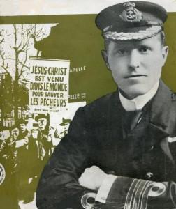 """Le commodore Arthur Salwey, vers 1900. En image de fond, le même Arthur Salwey, à Paris vers 1930 devant la station de métro """"Porte de la Chapelle"""" lors d'un meeting d'évangélisation dans la rue ( Image de couverture de sa biographie, """"The Beloved Commander"""")."""