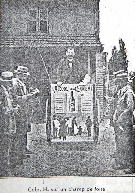 Le tricycle du colporteur Huichard sur un marché du Var