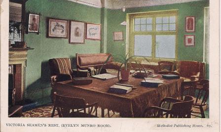 Un des sailor's homes de l'est londonien autrefois. La salle de lecture du Victorian seamen's rest (http://isleofdogslife.wordpress.com/2013/07/02/eric-pembertons-postcards-seamans-missions-in-east-london/)