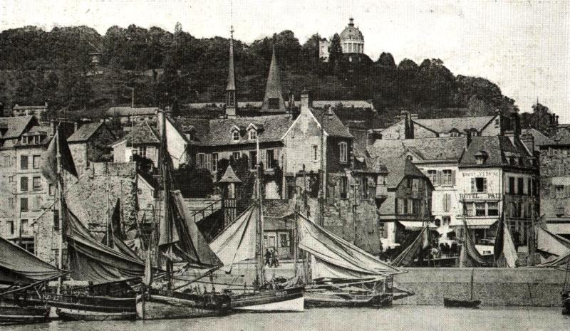 Un bassin de Honfleur au temps de la marine à voile. Photo extraite de Étienne Deville, Honfleur, Paris, 1923, p. 28.
