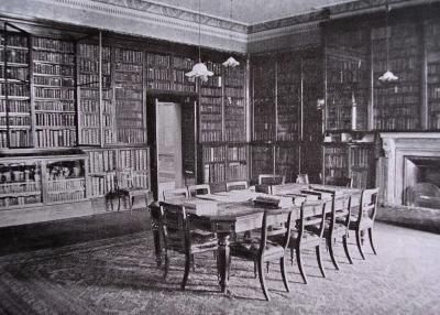 La bibliothèque de la Société biblique britannique (BFBS) à Londres. (extrait de W. Canton, The history of the Bible Society)
