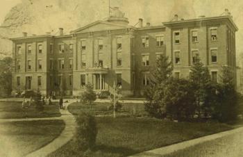 Le premier collège de jeunes-filles de Cleveland. Photographie vers 1860.