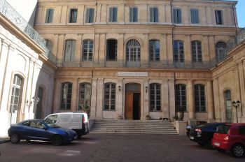 Lycée Mongrand (Marseille), ancien hôtel Roux de Corse puis résidence préfectorale, cour d'honneur. Photo Wiki commons