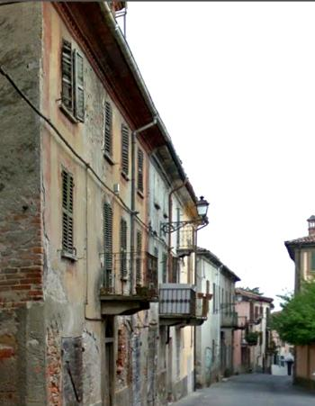 Une rue ancienne à Strévi